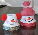 Haz muñecos de nieve con macetas