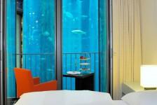 En Berlín, con los peces a los pies de la cama