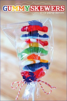Brochetas con chuches para fiestas infantiles