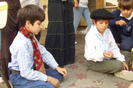 Juegos tradicionales: las tabas