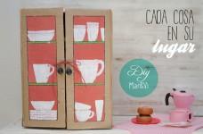 Un armario de cartón para la cocina de juguete