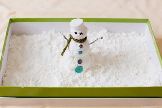 Manualidades infantiles ¡jugar con la nieve en casa!