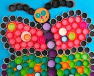 5 manualidades recicladas con tapones de plástico