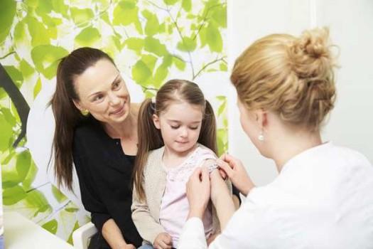 Fobia a las agujas: ayudar al niño durante las vacunas