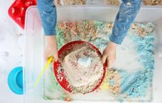Cómo hacer arena mágica casera