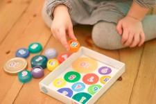 Manualidades recicladas: juegos con tapas de plástico