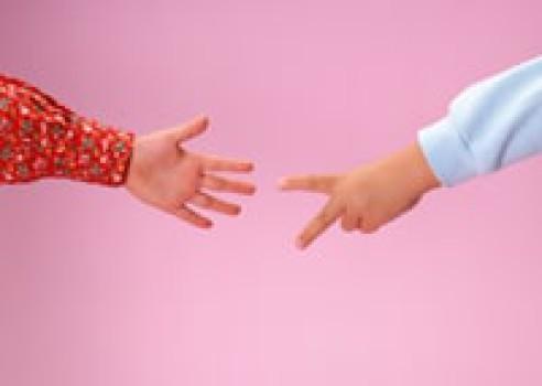 Juegos infantiles: Piedra, papel o tijera