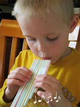 Una manualidad infantil fácil: haz una flauta casera