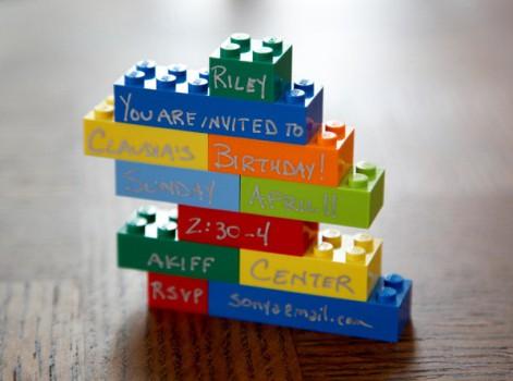 Una divertida invitación para un cumpleaños de Lego