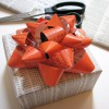 Cómo hacer lazos para regalo con papel de revista