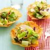 Cómo hacer ensaladas en cestas de queso