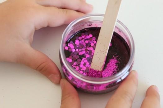 Cómo hacer cola casera con purpurina