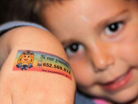 Seguridad infantil: pegatinas con información personal