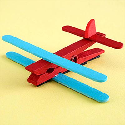 avion con pinzas manualidad