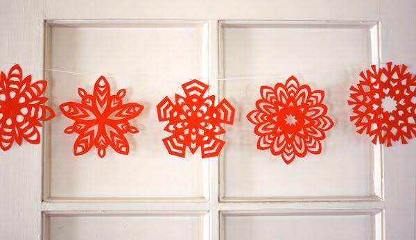 C mo hacer copos de nieve de papel de 5 puntas pequeocio - Ideas para decorar estrellas de navidad ...