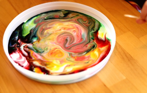 pintura para niños hecha con leche