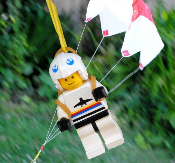 como hacer un paracaidas