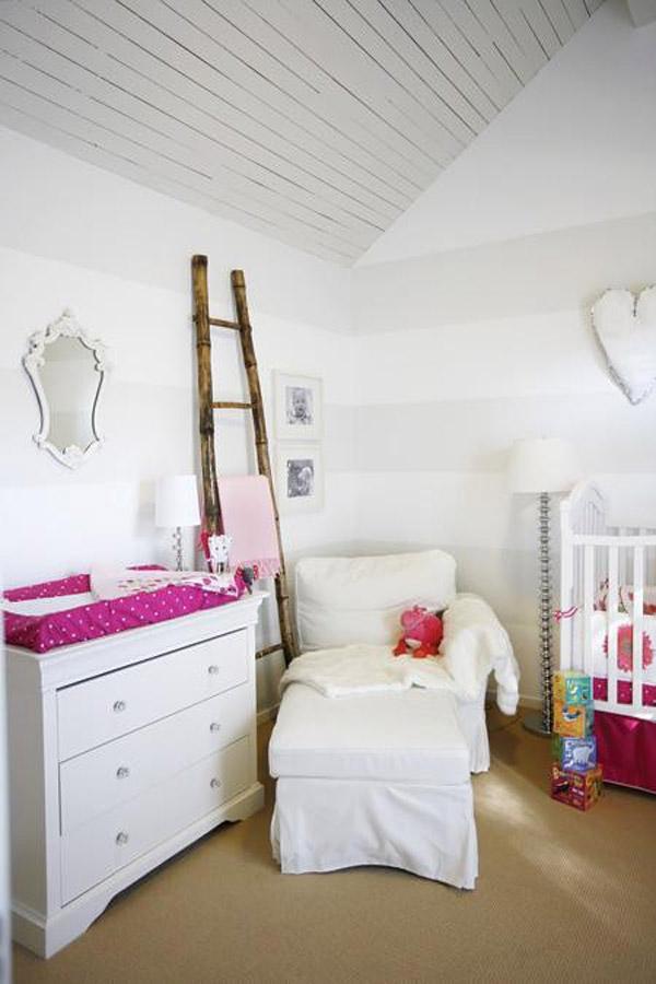 7 habitaciones infantiles en blanco pequeocio for Decoracion para pared fucsia