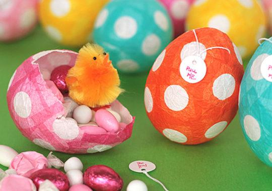 Cómo hacer huevos de Pascua de papel maché 1