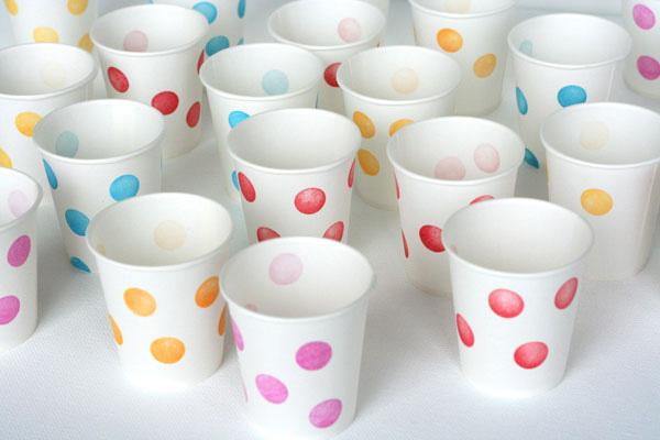 Ideas para cumplea os decoramos los vasos pequeocio - Decorar vasos plasticos para cumpleanos ...