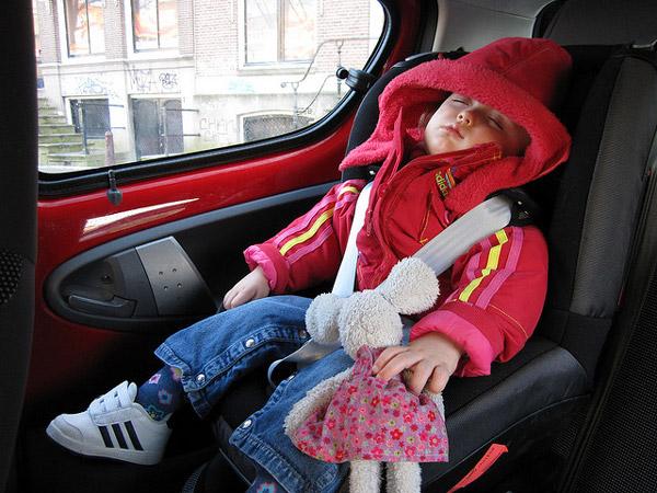 Viajar con bebés en auto
