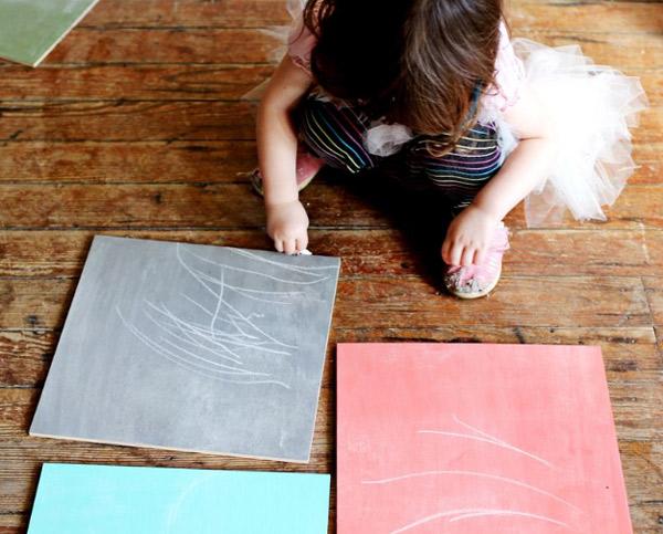 C mo hacer tu propia pintura de pizarra de colores pequeocio - Hacer pintura pizarra ...