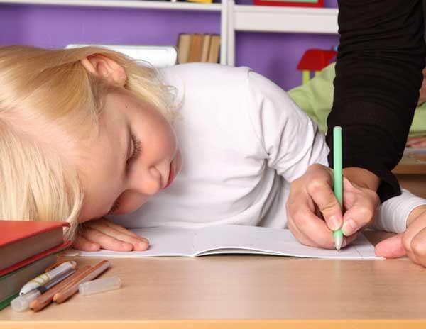 hacer las tareas o deberes