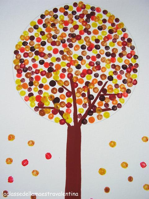 Pintar arbol de otoño con bastoncillos