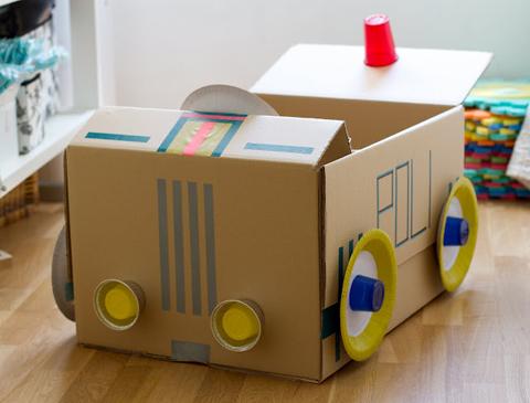 Manualidades de cart n un coche de polic a pequeocio for Muebles de carton pdf