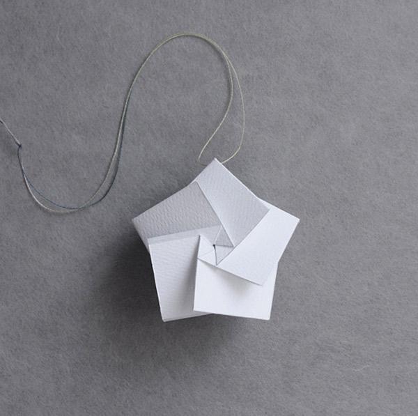 10 adornos caseros para el rbol de navidad for Adornos navidenos origami paso a paso