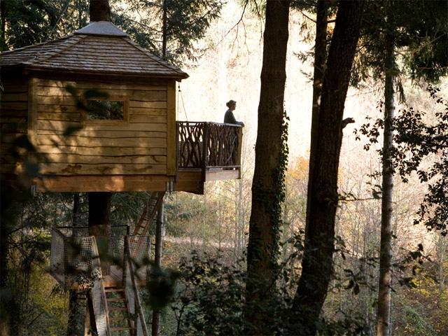 Cabanes als arbres dormir en una caba a en espa a pequeocio - Cabanas en los arboles espana ...