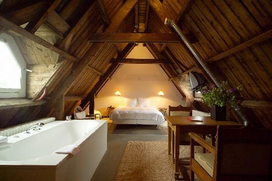 En amsterdam la cama m s grande de hotel pequeocio for Cuarto de hotel 5 estrellas