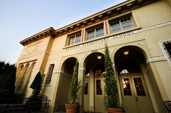 Hotel Kennedy School exterior