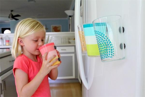 Vasos con imanes infantiles para el frigorífico