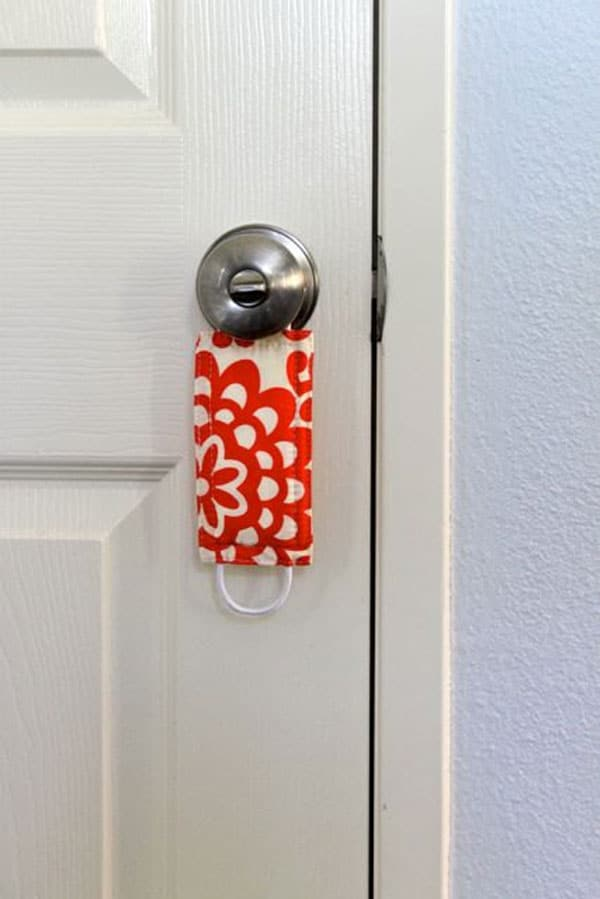 Una protección de puertas para niños