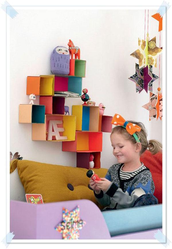 Decoraci n de la habitaci n infantil una estanter a con for Estanterias habitacion infantil