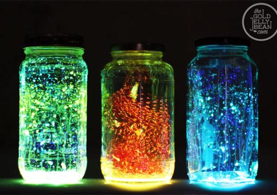 Experimento infantil: ¡frascos que brillan en la oscuridad!