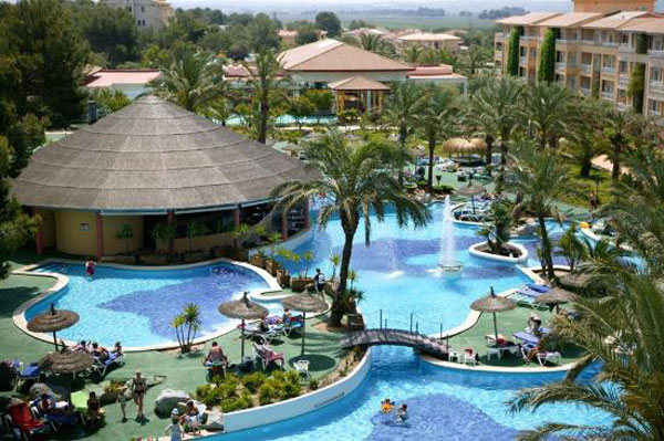 Los 10 mejores hoteles de espa a para viajar con ni os pequeocio - Hotel piscina toboganes para ninos ...