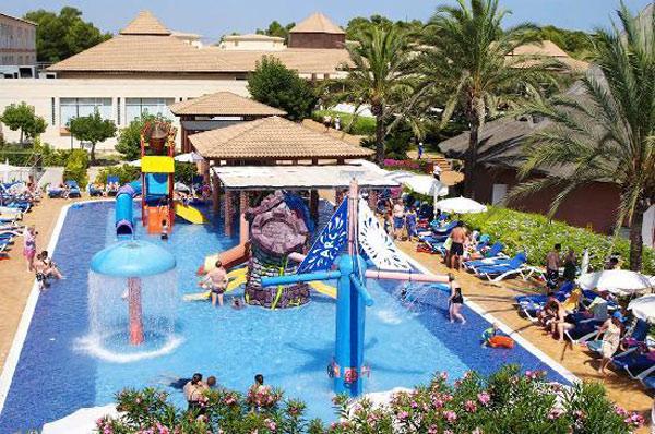 Los 10 mejores hoteles de espa a para viajar con ni os - Hotel piscina toboganes para ninos ...