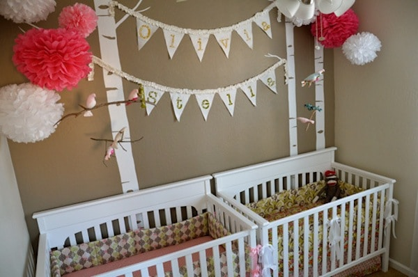 C mo decorar la habitaci n de beb s gemelos pequeocio for Cuna para habitacion pequena