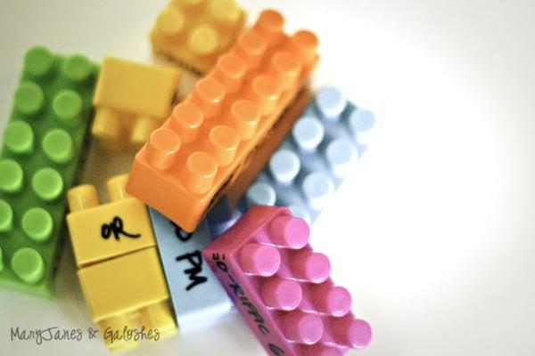 Una divertida invitación para un cumpleaños infantil de Lego