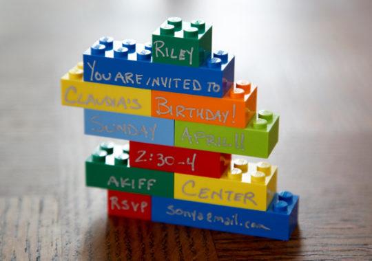 Una divertida invitación para un cumpleaños de Lego 1