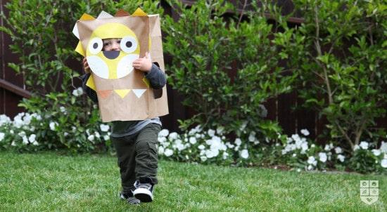 mascara con bolsa de papel
