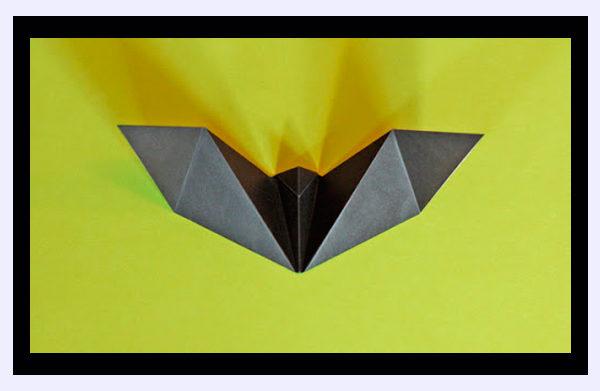 Murciélago de origami fácil para Halloween 2