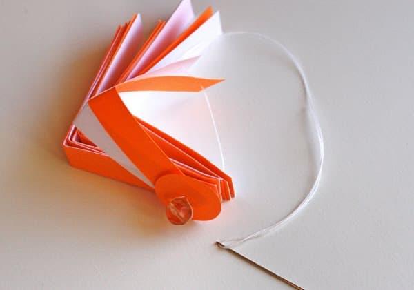 cómo hacer adornos de papel para el árbol de navidad