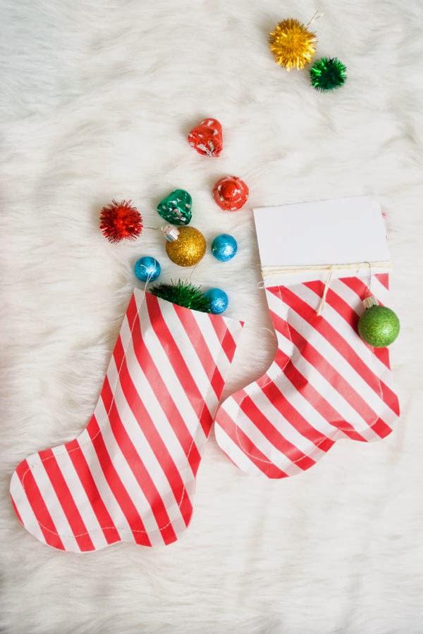 C mo hacer calcetines de papel para envolver regalos for Envolver brochetas de chuches