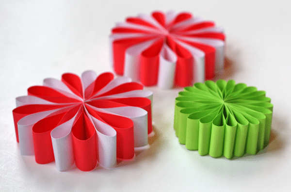 5 adornos caseros de papel para el rbol de navidad for Paper christmas decorations to make at home