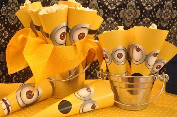 una fiesta personalizada de los minions