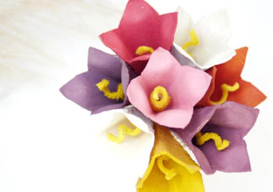 cómo hacer flores con cartones de huevo