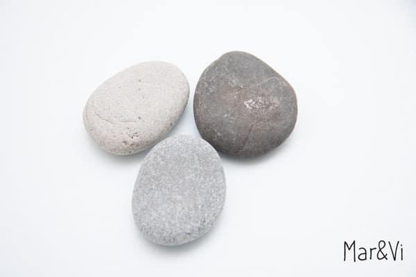 un bel n de piedras pintadas pequeocio